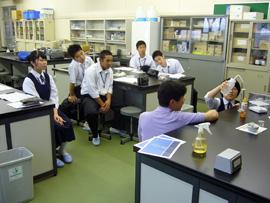 生命環境科学科において三本木高校2年生7名が実習を行いました。