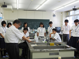 生命環境科学科において八戸工業大学第二高校1、2年生11名が実習を行いました。